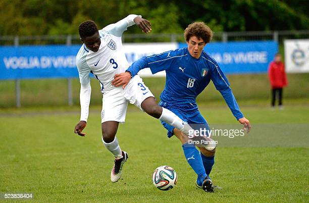 Roberto Piccoli of Italy U15 competes with Bukayio Saka of England U15 during the U15 International Tournament match between Italy and England at...
