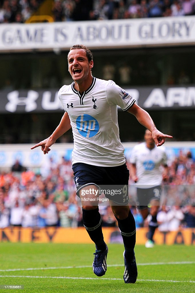 <a gi-track='captionPersonalityLinkClicked' href=/galleries/search?phrase=Roberto+Soldado&family=editorial&specificpeople=2095686 ng-click='$event.stopPropagation()'>Roberto Soldado</a> of Spurs celebrates after scoring the opening goal from the penalty spot during the Barclays Premier League match between Tottenham Hotspur and Swansea City at White Hart Lane on August 25, 2013 in London, England.