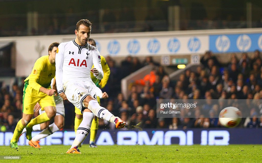 Roberto Soldado of Tottenham Hotspur scores their fourth and his hatrick goal from the penalty spot during the UEFA Europa League Group K match...