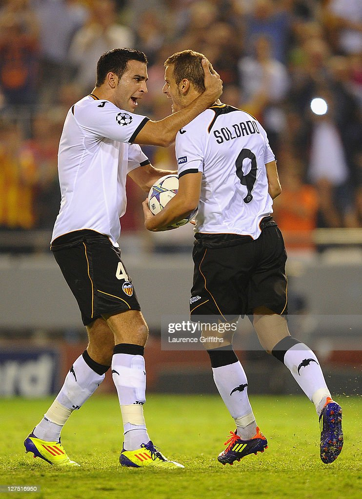 <a gi-track='captionPersonalityLinkClicked' href=/galleries/search?phrase=Roberto+Soldado&family=editorial&specificpeople=2095686 ng-click='$event.stopPropagation()'>Roberto Soldado</a> of Valencia celebrates scoring from the penalty spot with team mate <a gi-track='captionPersonalityLinkClicked' href=/galleries/search?phrase=Adil+Rami&family=editorial&specificpeople=4305019 ng-click='$event.stopPropagation()'>Adil Rami</a> (L) during the UEFA Champions League Group E match between Valencia CF and Chelsea at the Estadio Mestalla on September 28, 2011 in Valencia, Spain.