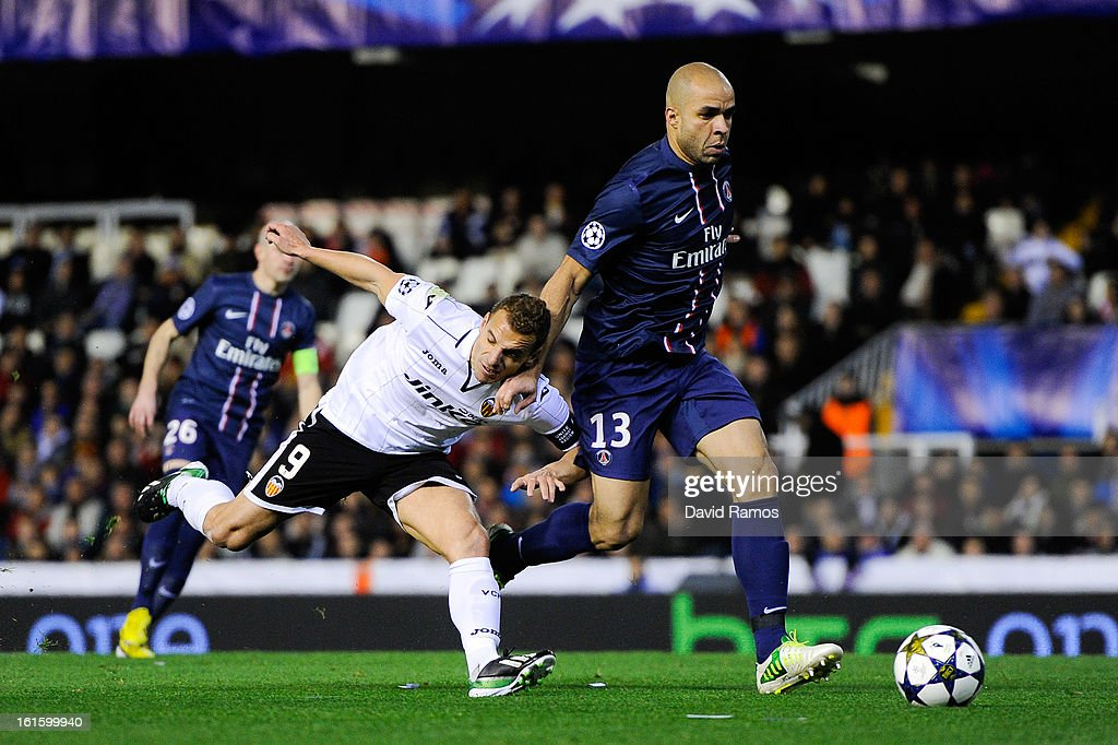 <a gi-track='captionPersonalityLinkClicked' href=/galleries/search?phrase=Roberto+Soldado&family=editorial&specificpeople=2095686 ng-click='$event.stopPropagation()'>Roberto Soldado</a> of Valencia CF duels for the ball with Alex of Paris Saint-Germain during the UEFA Champions League Round of 16 first leg match between Valencia CF and Paris St Germain at Estadi de Mestalla on February 12, 2013 in Valencia, Spain.