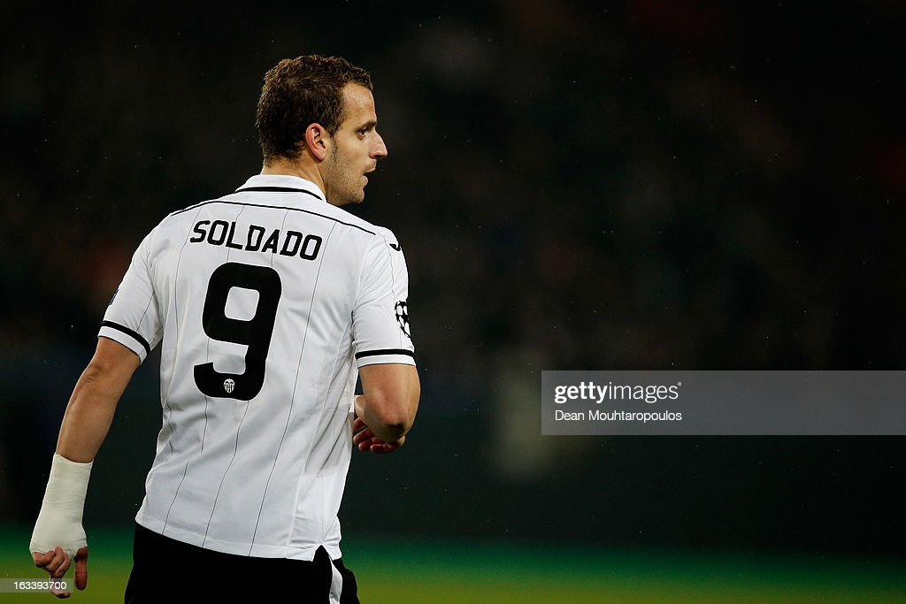 <a gi-track='captionPersonalityLinkClicked' href=/galleries/search?phrase=Roberto+Soldado&family=editorial&specificpeople=2095686 ng-click='$event.stopPropagation()'>Roberto Soldado</a> of Valencia looks on during the Round of 16 UEFA Champions League match between Paris St Germain and Valencia CF at Parc des Princes on March 6, 2013 in Paris, France.