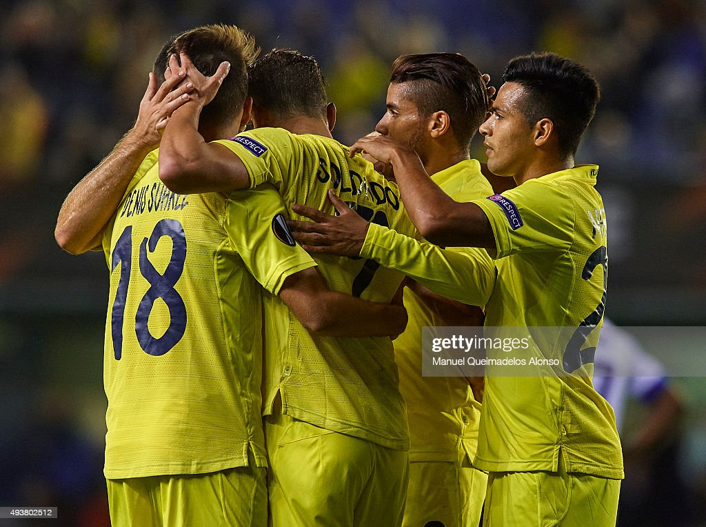<a gi-track='captionPersonalityLinkClicked' href=/galleries/search?phrase=Roberto+Soldado&family=editorial&specificpeople=2095686 ng-click='$event.stopPropagation()'>Roberto Soldado</a> of Villarreal celebrates scoring his team's third goal with his teammates during the UEFA Europa League Group K match between Villarreal CF and FC Dinamo Minks at El Madrigal Stadium on October 22, 2015 in Villarreal, Spain.