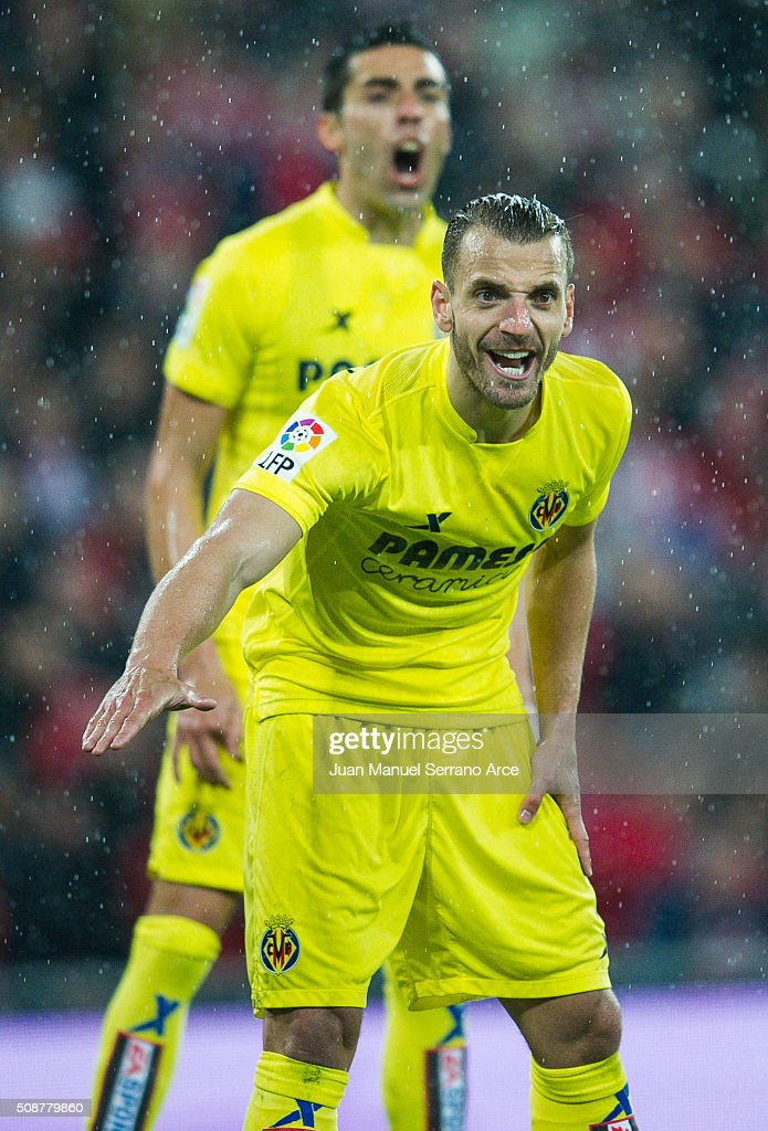 <a gi-track='captionPersonalityLinkClicked' href=/galleries/search?phrase=Roberto+Soldado&family=editorial&specificpeople=2095686 ng-click='$event.stopPropagation()'>Roberto Soldado</a> of Villarreal CF reacts during the La Liga match between Athletic Club Bilbao and Villarreal CF at San Mames Stadium on February 6, 2016 in Bilbao, Spain.