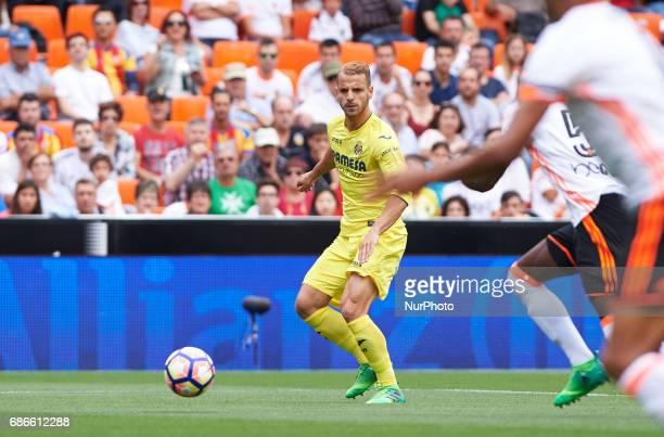 Roberto Soldado of Villarreal CF scores a goal during their La Liga match between Valencia CF and Villarreal CF at the Mestalla Stadium on 21th May...
