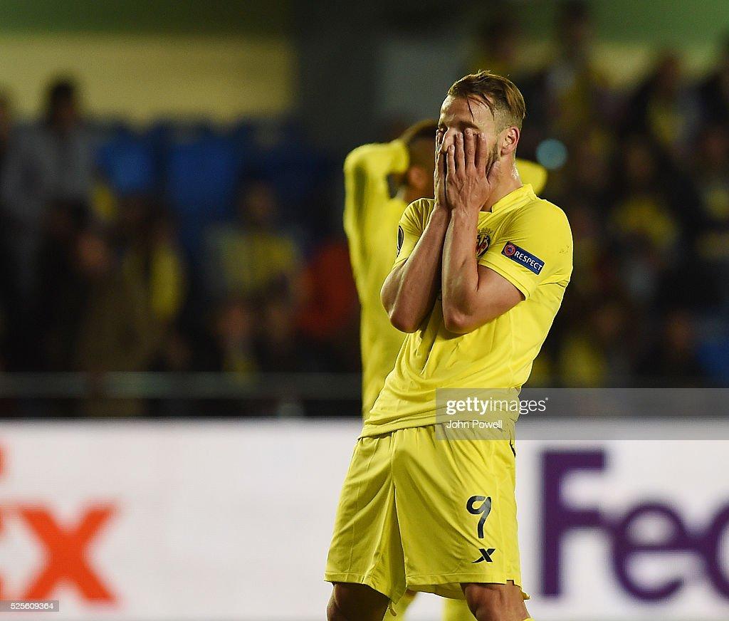 Roberto Soldado of Villarreal reacts during the UEFA Europa League Semi Final: First Leg match between Villarreal CF and Liverpool on April 28, 2016 in Villarreal, Spain.
