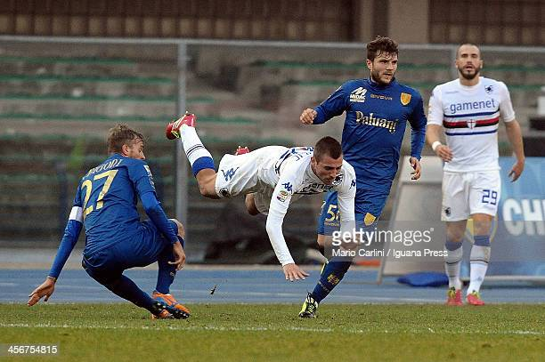 Roberto Soriano of UC Sampdoria competes for the ball with Luca Luca Rigoni of AC Chievo Verona during the Seria A match between AC Chievo Verona and...