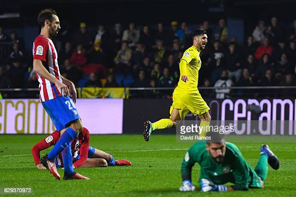 Roberto Soriano of Villarreal CF celebrates after scoring his team's third goal during the La Liga match between Villarreal CF and Club Atletico de...