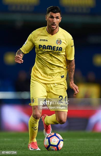 Roberto Soriano of Villarreal in action during the La Liga match between Villarreal CF and Real Sporting de Gijon at Estadio de la Ceramica on April...