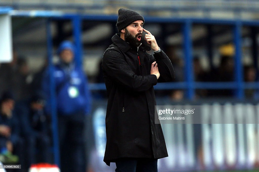 <a gi-track='captionPersonalityLinkClicked' href=/galleries/search?phrase=Roberto+Stellone&family=editorial&specificpeople=3667855 ng-click='$event.stopPropagation()'>Roberto Stellone</a> manager of Frosinone Calcio shouts instructions to his players during the Serie A match between Empoli FC and Frosinone Calcio at Stadio Carlo Castellani on February 13, 2016 in Empoli, Italy.