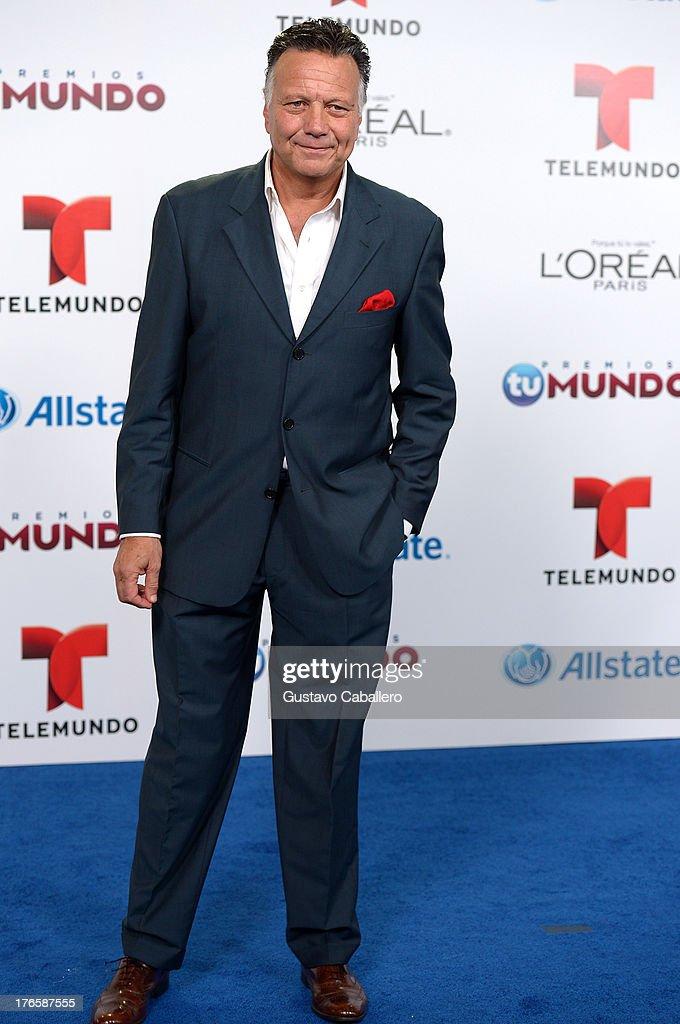 Roberto Vander arrives for Telemundo's Premios Tu Mundo Awards at American Airlines Arena on August 15, 2013 in Miami, Florida.