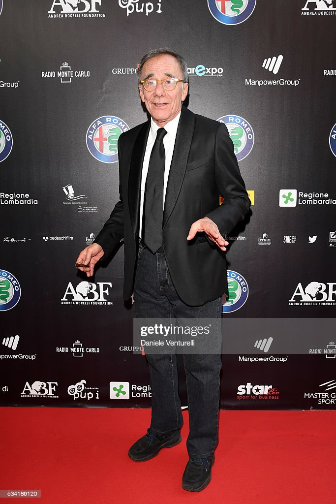 Roberto Vecchioni walks the red carpet of Bocelli and Zanetti Night on May 25, 2016 in Rho, Italy.