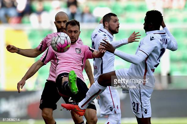 Roberto Vitiello of Palermo and Amadou Diawara of Bologna compete for the ball during the Serie A match between US Citta di Palermo and Bologna FC at...
