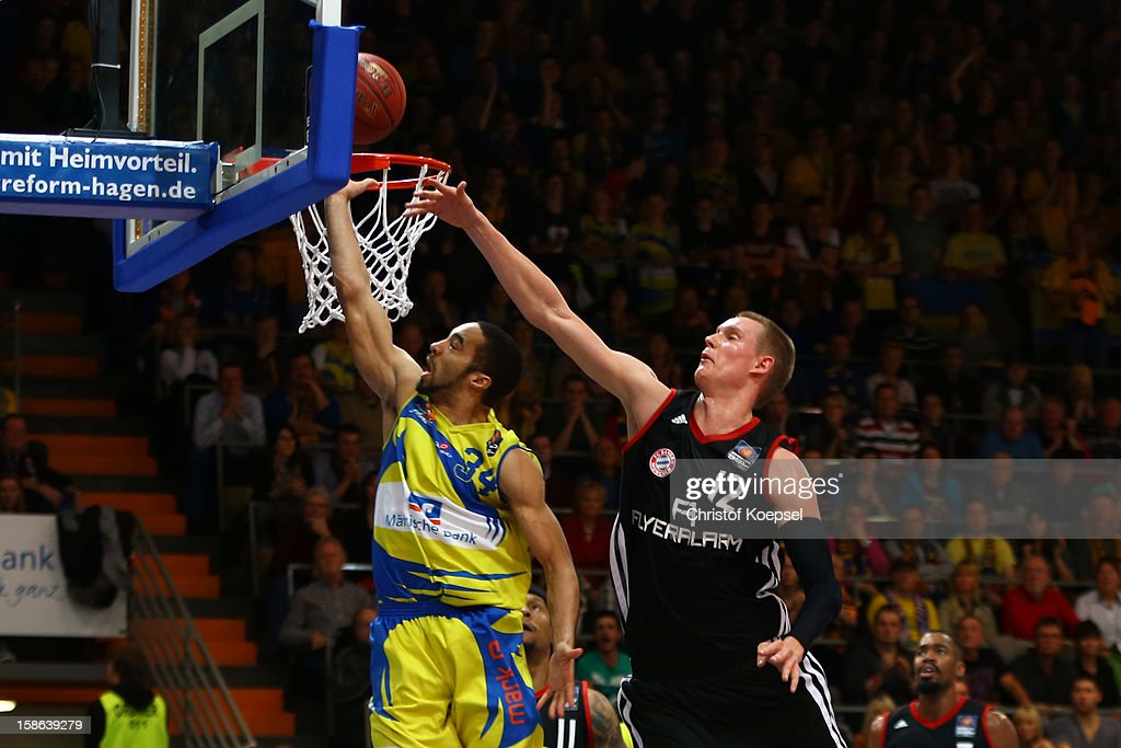 Robin Benzig of Bayern Muenchen (R) defends against Davin White of Phoenix Hagen (L) during the Beko BBL Bundesliga match between Phoenix Hagen and FC Bayern Muenchen at ENERVIE Arena on December 22, 2011 in Hagen, Germany.