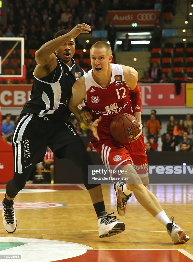 Robin Benzing (R) of Muenchen is challenged by Tyrone Nash of Tuebingen during the Beko Basketball Bundesliga match between FC Bayern Muenchen and WALTER Tigers Tuebingen at Audi-Dome on November 17, 2013 in Munich, Germany.