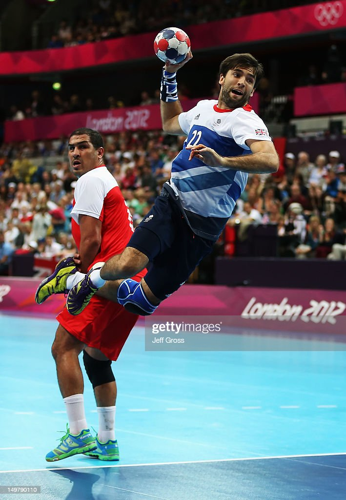 Robin Garnham #22 of Great Britain shoots past <a gi-track='captionPersonalityLinkClicked' href=/galleries/search?phrase=Issam+Tej&family=editorial&specificpeople=2085539 ng-click='$event.stopPropagation()'>Issam Tej</a> #6 of Tunisia during the Men's Preliminaries Group A match between Great Britain and Tunisia on Day 8 of the London 2012 Olympic Games at the Copper Box on August 4, 2012 in London, England.