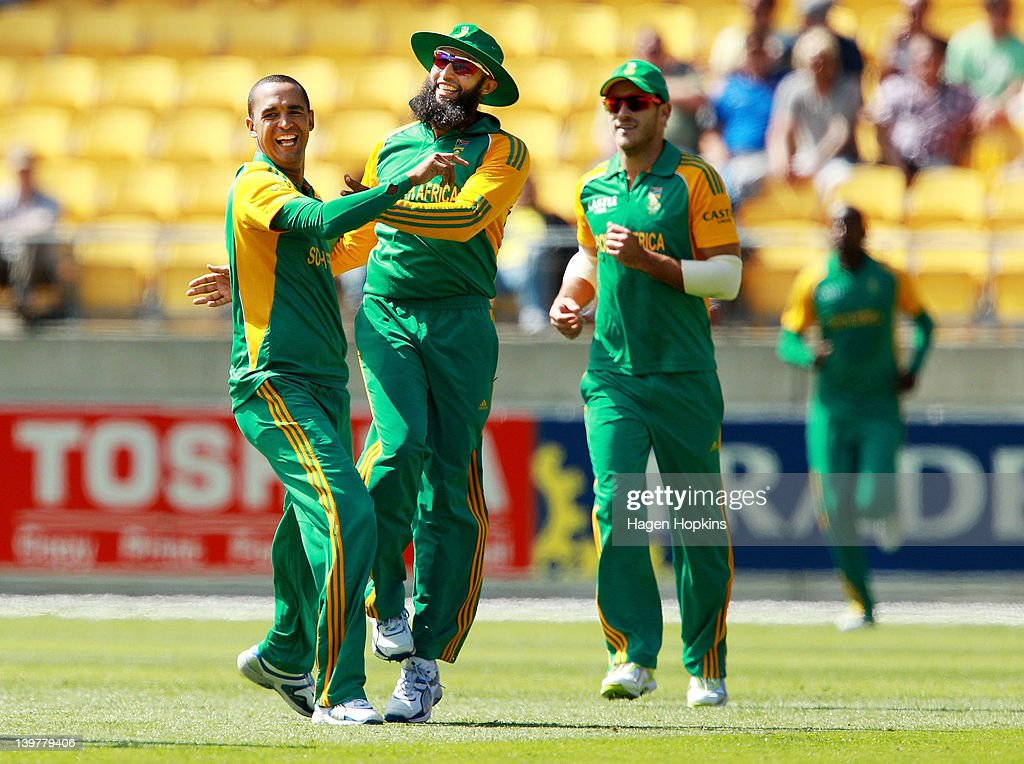 <a gi-track='captionPersonalityLinkClicked' href=/galleries/search?phrase=Robin+Peterson&family=editorial&specificpeople=843359 ng-click='$event.stopPropagation()'>Robin Peterson</a> (L) and Hashim Alma of South Africa celebrate the wicket of Rob Nicol of New Zealand during the One Day International match between New Zealand and South Africa at Westpac Stadium on February 25, 2012 in Wellington, New Zealand.
