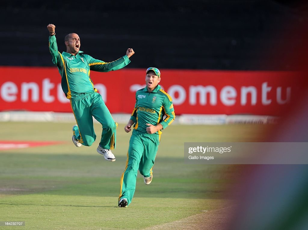 <a gi-track='captionPersonalityLinkClicked' href=/galleries/search?phrase=Robin+Peterson&family=editorial&specificpeople=843359 ng-click='$event.stopPropagation()'>Robin Peterson</a> celebrates during the 4th Momentum One Day International match between South Africa and Pakistan at Sahara Stadium Kingsmead on March 21, 2013 in Durban, South Africa.