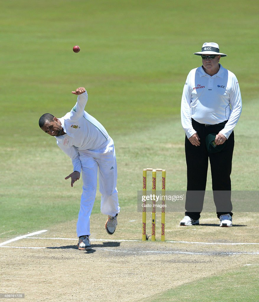 <a gi-track='captionPersonalityLinkClicked' href=/galleries/search?phrase=Robin+Peterson&family=editorial&specificpeople=843359 ng-click='$event.stopPropagation()'>Robin Peterson</a> of South Africa bowls during day 5 of the 2nd Test match between South Africa and India at Sahara Stadium Kingsmead on December 30, 2013 in Durban, South Africa.