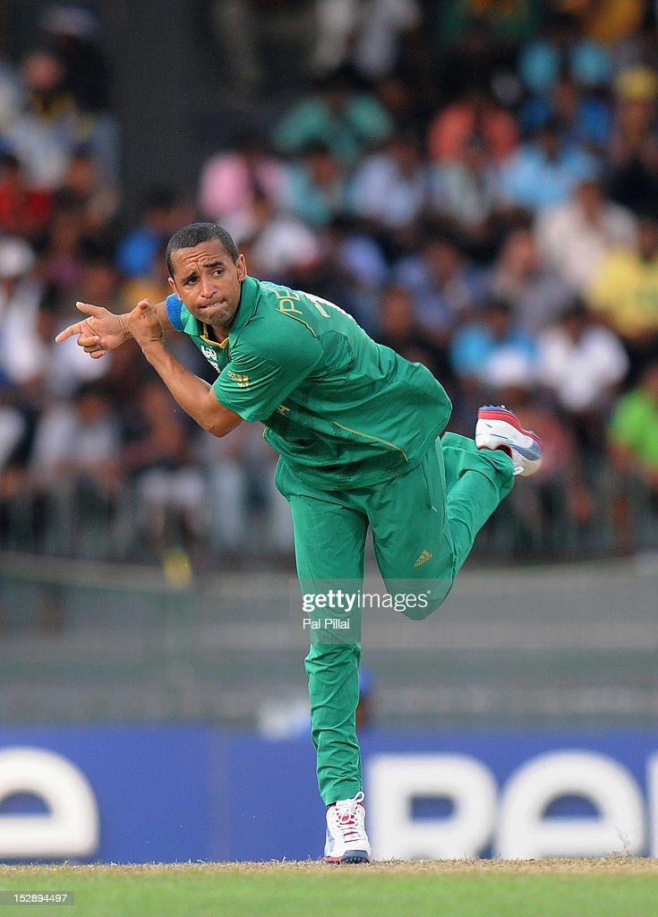 <a gi-track='captionPersonalityLinkClicked' href=/galleries/search?phrase=Robin+Peterson&family=editorial&specificpeople=843359 ng-click='$event.stopPropagation()'>Robin Peterson</a> of South Africa bowls during the Super Eight match between Pakistan and South Africa at R. Premadasa Stadium on September 28, 2012 in Colombo, Sri Lanka.