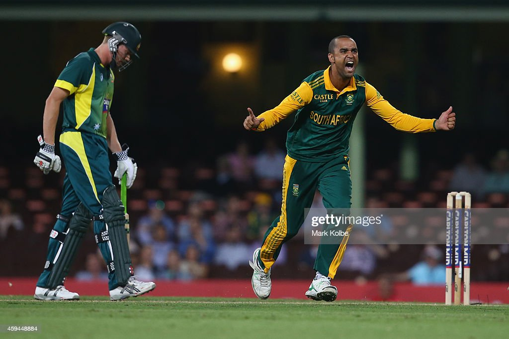 <a gi-track='captionPersonalityLinkClicked' href=/galleries/search?phrase=Robin+Peterson&family=editorial&specificpeople=843359 ng-click='$event.stopPropagation()'>Robin Peterson</a> of South Africa celebrates taking the wicket of Patrick Cummins of Australia during game five of the One Day International series between Australia and South Africa at the Sydney Cricket Ground on November 23, 2014 in Sydney, Australia.