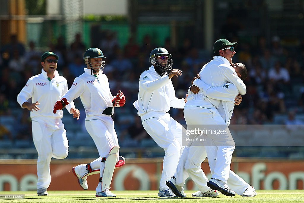 <a gi-track='captionPersonalityLinkClicked' href=/galleries/search?phrase=Robin+Peterson&family=editorial&specificpeople=843359 ng-click='$event.stopPropagation()'>Robin Peterson</a> of South Africa is congratulated by <a gi-track='captionPersonalityLinkClicked' href=/galleries/search?phrase=Graeme+Smith+-+Cricket+Player&family=editorial&specificpeople=193816 ng-click='$event.stopPropagation()'>Graeme Smith</a> after dismissing Matthew Wade of Australia during day four of the Third Test Match between Australia and South Africa at WACA on December 3, 2012 in Perth, Australia.