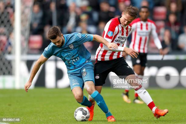 Robin Propper of Heracles Almelo Luuk de Jong of PSV during the Dutch Eredivisie match between PSV v Heracles Almelo at the Philips Stadium on...