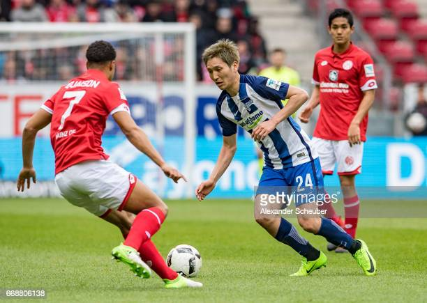Robin Quaison of Mainz 05 challenges Genki Haraguchi of Hertha BSC during the Bundesliga match between 1 FSV Mainz 05 and Hertha BSC at Opel Arena on...