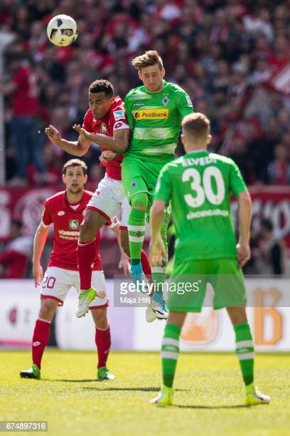 Robin Quaison of Mainz and Andre Hahn of Moenchengladbach battle for the ball during the Bundesliga match between 1 FSV Mainz 05 and Borussia...