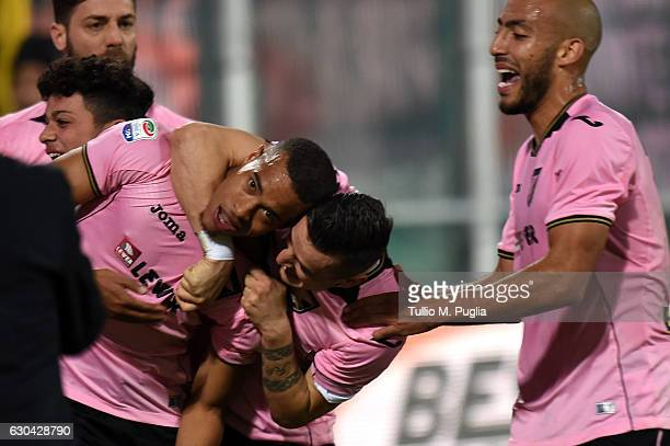 Robin Quaison of Palermo celebrates after scoring the opening goal during the Serie A match between US Citta di Palermo and Pescara Calcio at Stadio...