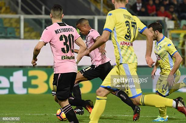 Robin Quaison of Palermo scores the opening goal during the Serie A match between US Citta di Palermo and Pescara Calcio at Stadio Renzo Barbera on...