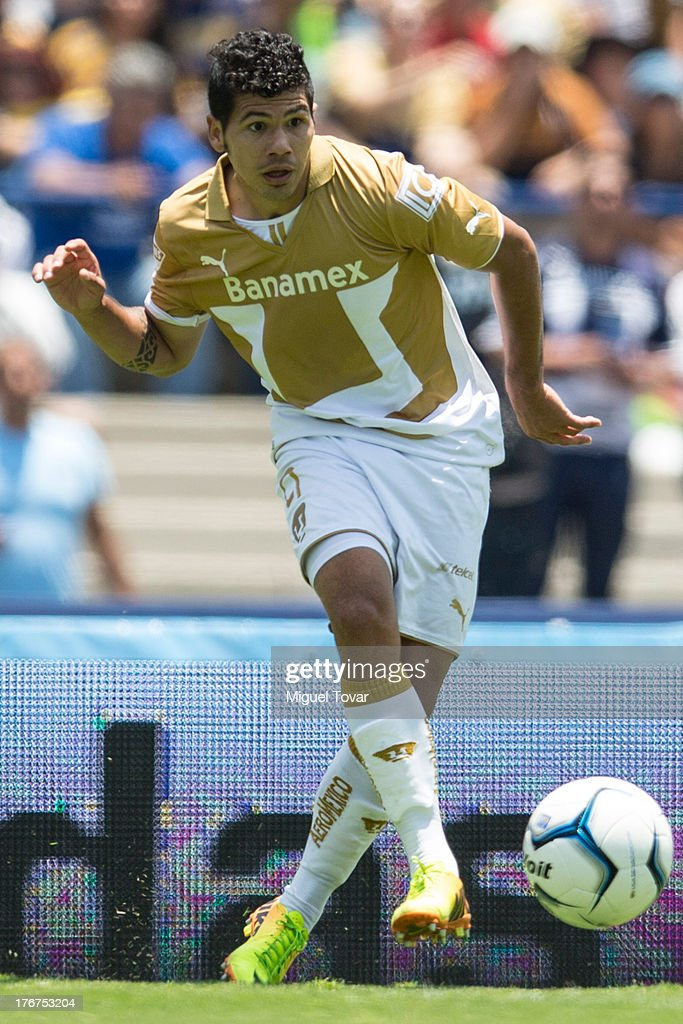 Robin Ramirez of Pumas drives the ball during a match between Pumas and Leon as part of the Apertura 2013 Liga MX at Olympic stadium, on August 18, 2013 in Mexico City, Mexico.