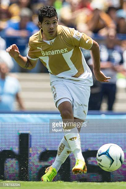 Robin Ramirez of Pumas drives the ball during a match between Pumas and Leon as part of the Apertura 2013 Liga MX at Olympic stadium on August 18...