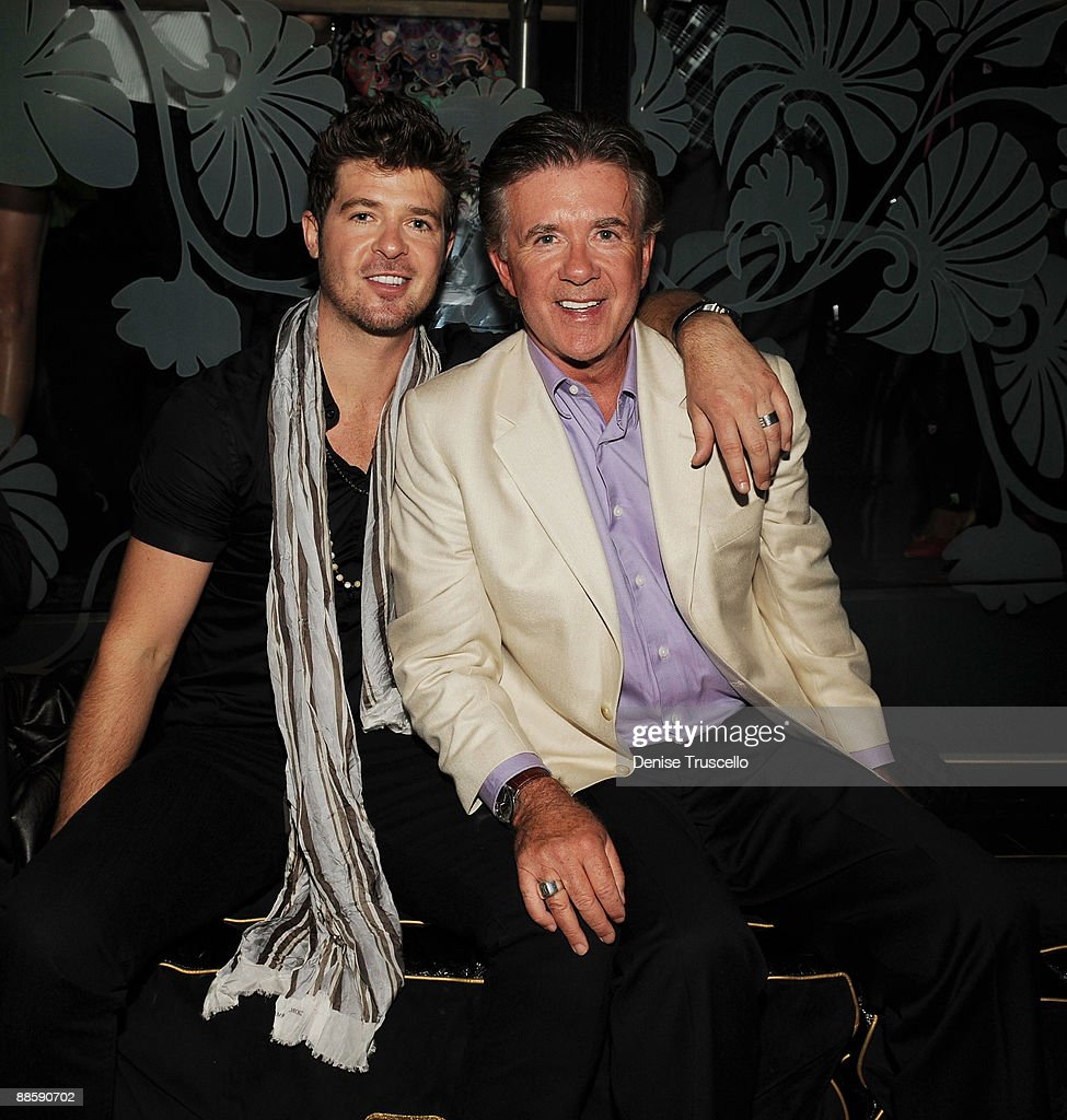 <a gi-track='captionPersonalityLinkClicked' href=/galleries/search?phrase=Robin+Thicke&family=editorial&specificpeople=724390 ng-click='$event.stopPropagation()'>Robin Thicke</a> (L) and Alan Thicke attend The Bank nightclub at Bellagio Las Vegas on June 19, 2009 in Las Vegas, Nevada.
