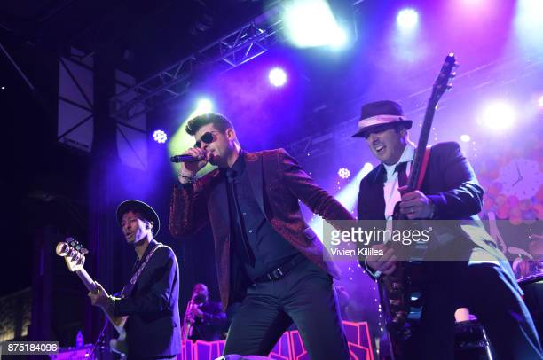 Robin Thicke performs at The Annual Rodeo Drive Holiday Lighting Celebration on November 16 2017 in Beverly Hills California