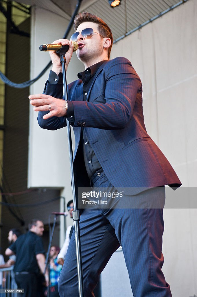 <a gi-track='captionPersonalityLinkClicked' href=/galleries/search?phrase=Robin+Thicke&family=editorial&specificpeople=724390 ng-click='$event.stopPropagation()'>Robin Thicke</a> performs during the 2013 Taste Of Chicago at Grant Park on July 11, 2013 in Chicago, Illinois.