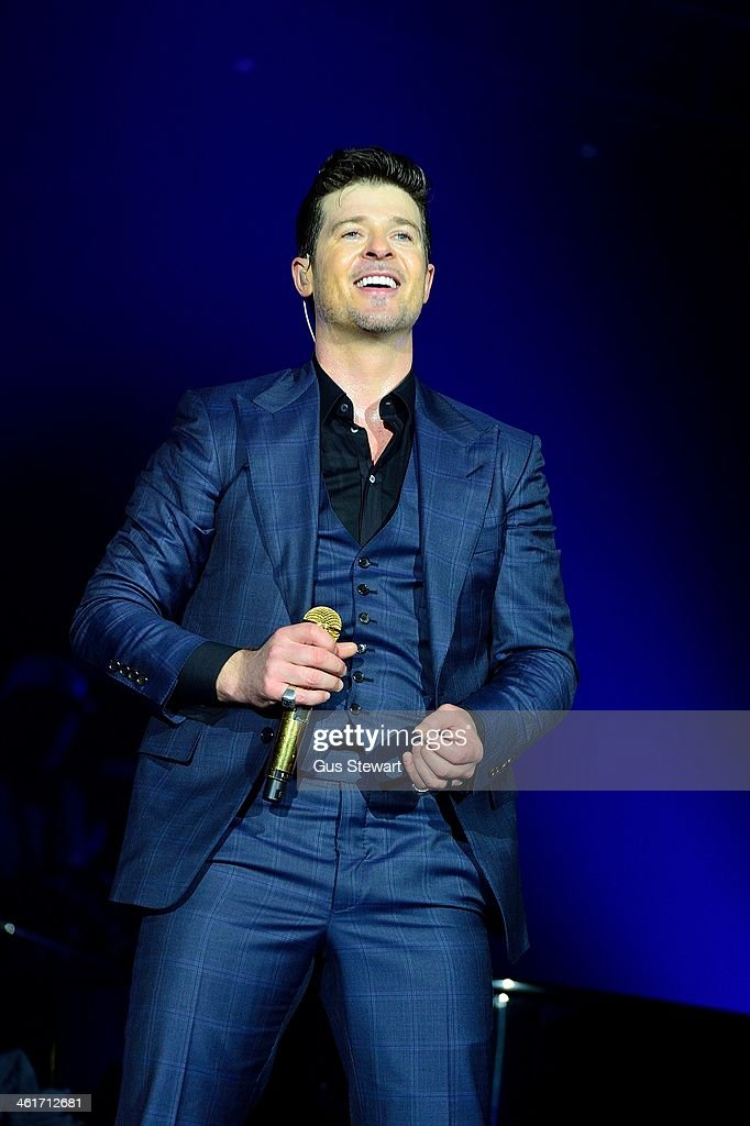 Robin Thicke performs on stage at O2 Arena on January 10, 2014 in London, United Kingdom.