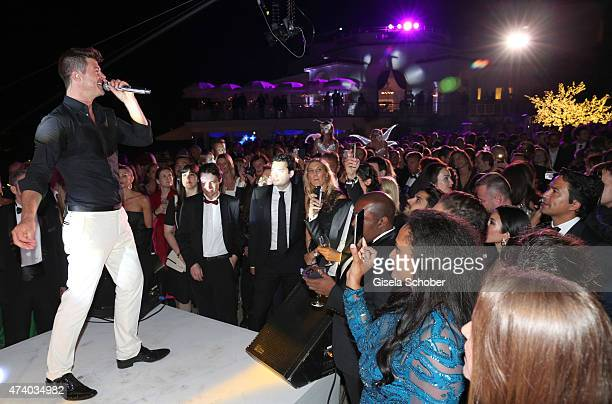 Robin Thicke sings during the De Grisogono party during the 68th annual Cannes Film Festival on May 19 2015 in Cap d'Antibes France
