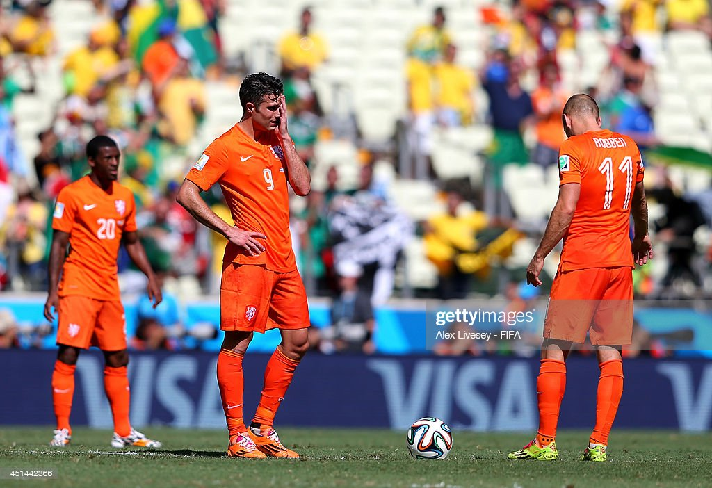 Robin van Persie (C) and Arjen Robben (R) of the Netherlands react after conceding the first goal to Mexico during the 2014 FIFA World Cup Brazil Round of 16 match between Netherlands and Mexico at Estadio Castelao on June 29, 2014 in Fortaleza, Brazil.