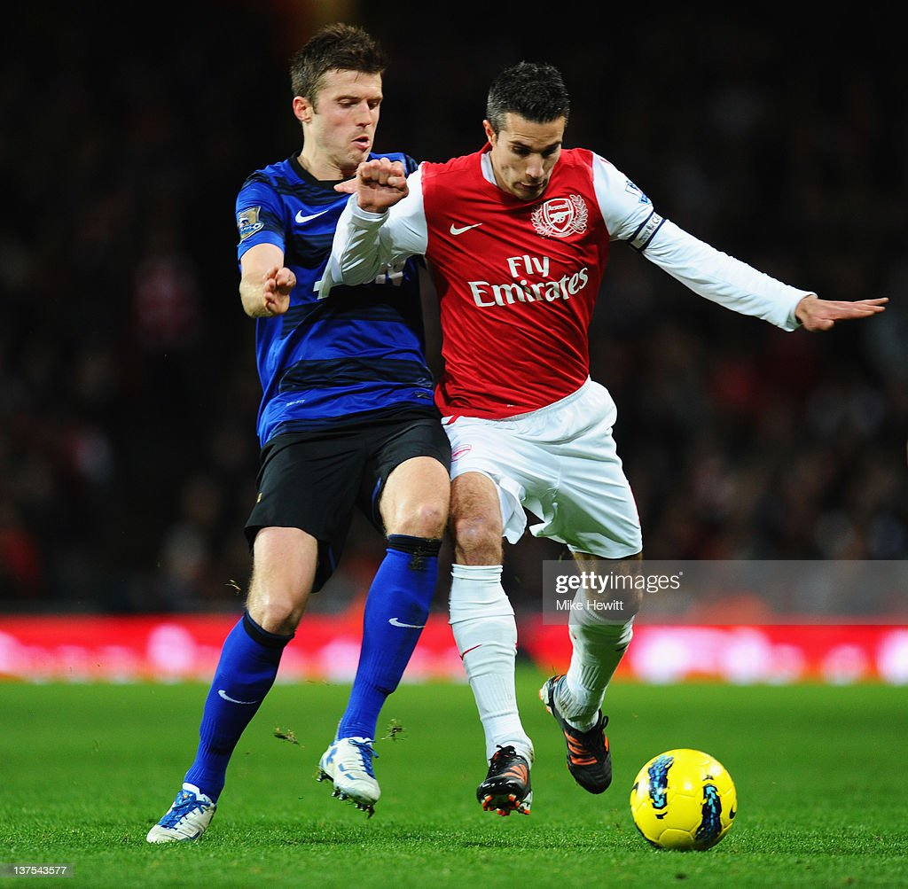 Robin van Persie of Arsenal battles with Michael Carrick of Manchester United during the Barclays Premier League match between Arsenal and Manchester...