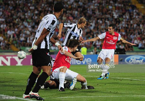 Robin van Persie of Arsenal scores his goal during the UEFA Champions League playoff second leg match between Udinese Calcio and Arsenal FC at the...