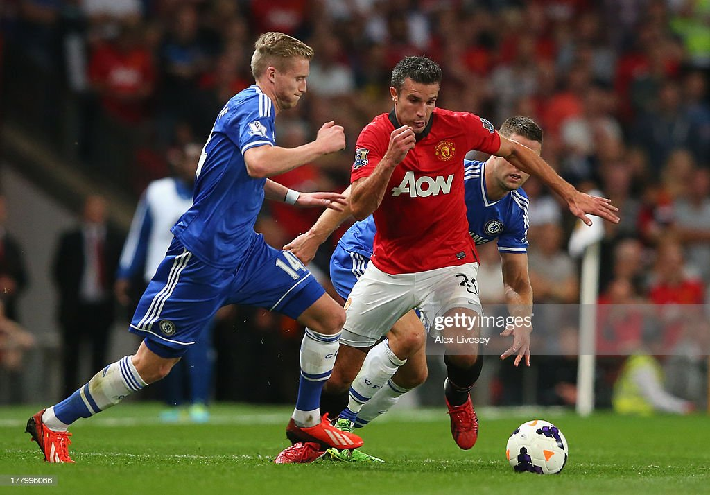Robin van Persie of Manchester United competes with Andre Shurrle (L) and <a gi-track='captionPersonalityLinkClicked' href=/galleries/search?phrase=Gary+Cahill&family=editorial&specificpeople=204341 ng-click='$event.stopPropagation()'>Gary Cahill</a> of Chelsea during the Barclays Premier League match between Manchester United and Chelsea at Old Trafford on August 26, 2013 in Manchester, England.