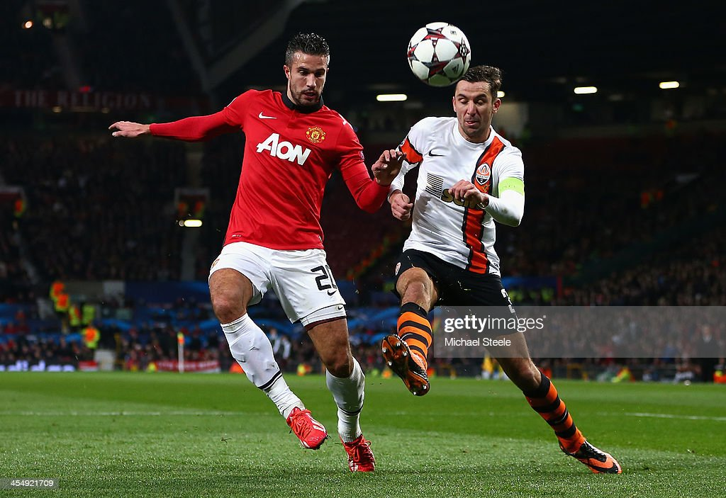 Robin van Persie of Manchester United competes with <a gi-track='captionPersonalityLinkClicked' href=/galleries/search?phrase=Darijo+Srna&family=editorial&specificpeople=546578 ng-click='$event.stopPropagation()'>Darijo Srna</a> of Shakhtar Donetsk during the UEFA Champions League Group A match between Manchester United and Shakhtar Donetsk at Old Trafford on December 10, 2013 in Manchester, England.