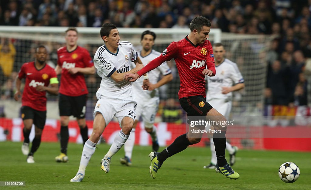 Robin van Persie of Manchester United in action with Angel di Maria of Real Madrid during the UEFA Champions League Round of 16 first leg match between Real Madrid and Manchester United at Estadio Santiago Bernabeu on February 13, 2013 in Madrid, Spain.