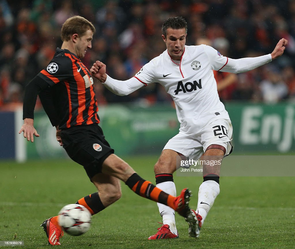 Robin van Persie of Manchester United in action with Olexandr Kucher of Shakhtar Donetsk during the UEFA Champions League Group A match between Shakhtar Donetsk and Manchester United at Donbass Arena on October 2, 2013 in Donetsk, Ukraine.