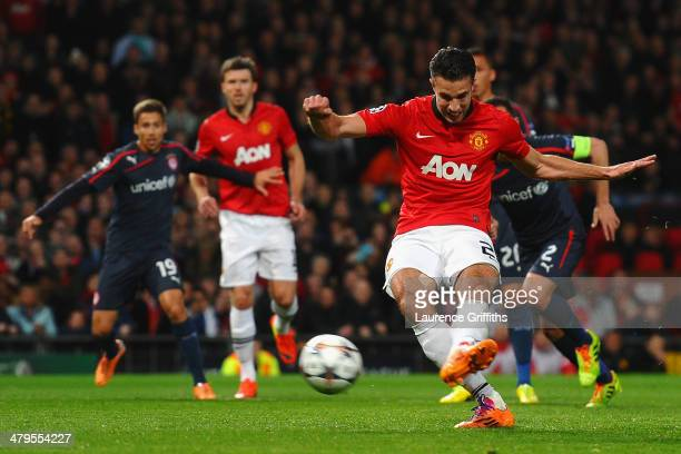 Robin van Persie of Manchester United scores the opening goal from a penalty kick during the UEFA Champions League Round of 16 second round match...