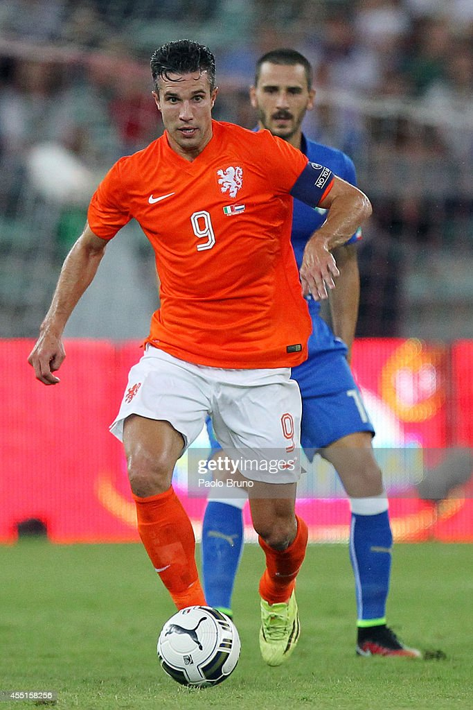 Robin Van Persie of Netherlands in action during the international friendly match between Italy and Netherlands at Stadio San Nicola on September 4...