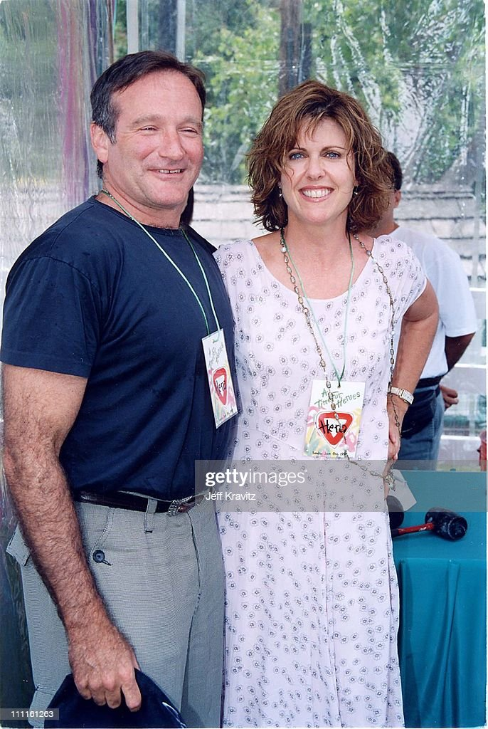 Robin Williams Pam Dawber at the 1997 benenfit for the Pediatric AIDS foundation in Beverly Hills