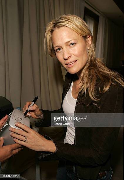 Robin Wright Penn during 2005 Toronto Film Festival HP Portrait Studio Presented by WireImage and Inside Entertainment Day 2 at HP Portrait Studio in...
