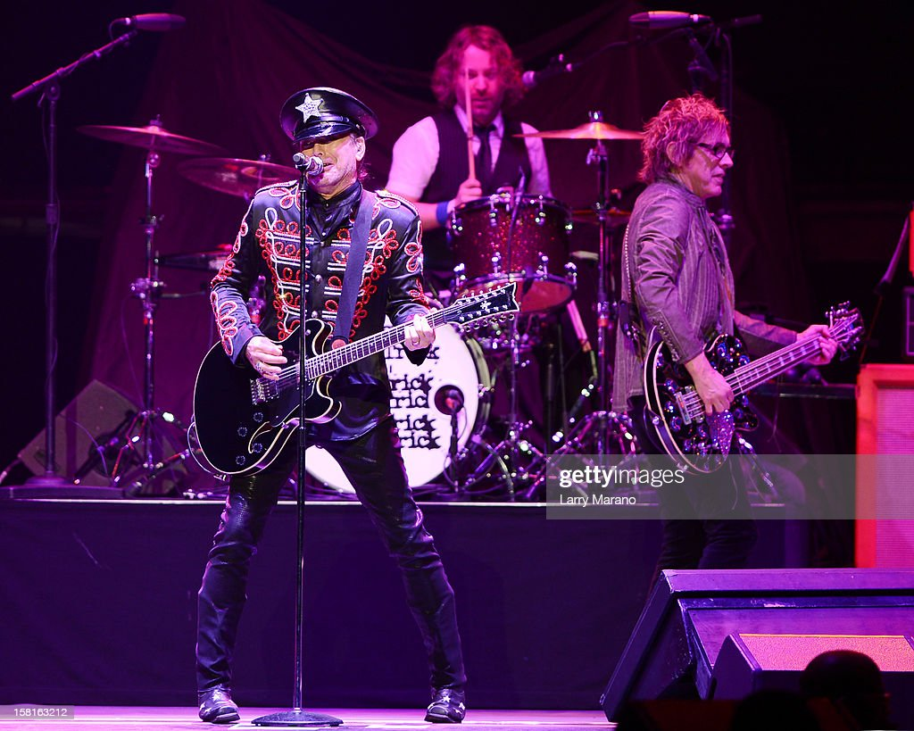 <a gi-track='captionPersonalityLinkClicked' href=/galleries/search?phrase=Robin+Zander&family=editorial&specificpeople=217551 ng-click='$event.stopPropagation()'>Robin Zander</a>, Daxx Nielsen and Tom Petersson of Cheap Trick perform at BB&T Center on December 9, 2012 in Sunrise, Florida.